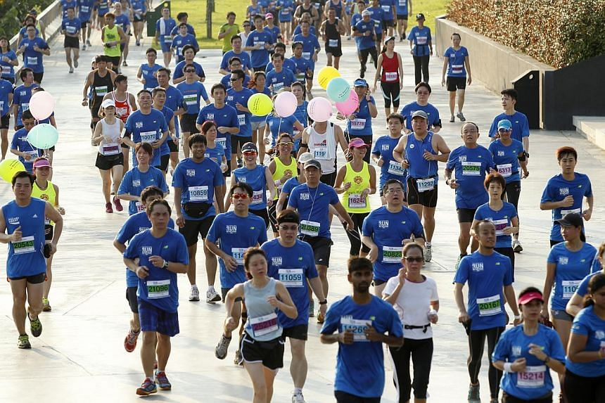 Runners from 15km and 10km running pass the Punggol Point Park. -- ST PHOTO: WANG HUI FEN