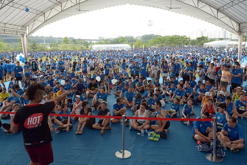 Large crowds during the quiz and fun session at the main stage of the carnival at ST Run in the Park 2013. -- ST PHOTO: DESMOND WEE