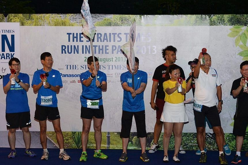 Flag off for the 15km run by The Straits Times editor Warren Fernandez, fourth from left, at 6.45am.  -- ST PHOTO: DESMOND WEE