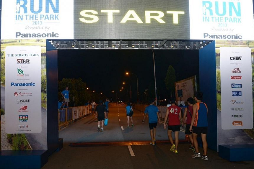 15km runners walking towards the starting point at 5.49am on Sunday, Aug 25, 2013. -- ST PHOTO: DESMOND WEE
