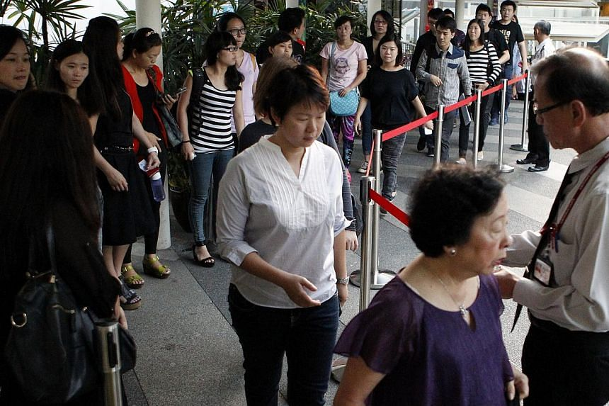 Catching early crowds and queues expected before dawn on the first day of the City Harvest Trial.The first morning of the resumed City Harvest trial saw congregation members gather again in force at the crack of dawn at the Subordinate Courts t