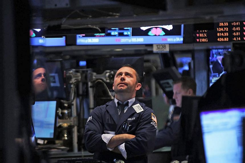 """Traders work on the floor of the New York Stock Exchange on Aug 21, 2013 in New York City. US stocks closed sharply lower on Monday after Secretary of State John Kerry warned that the United States would demand """"accountability"""" after an """"obscene"""" che"""