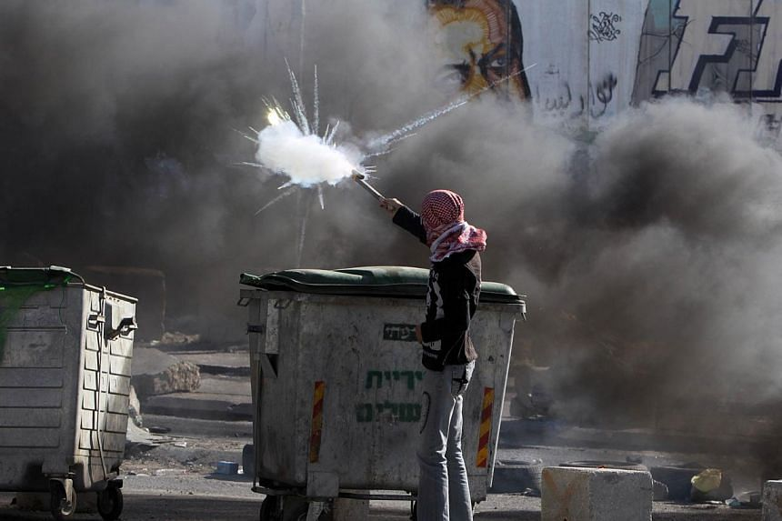 A Palestinian youth clashes with Israeli border guards in the West Bank's Qalandiya refugee camp on Aug 26, 2013, after Israeli security forces shot dead three Palestinians and wounded 19 others in the camp. Israeli-Palestinian peace talks slated for