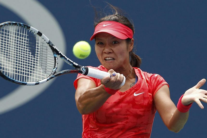 Li Na of China hits a return to Sofia Arvidsson of Sweden at the US Open tennis championships in New York on Aug 28, 2013. China's Li Na has waited a year for another crack at Britain's Laura Robson and got her wish on Wednesday as their second-round