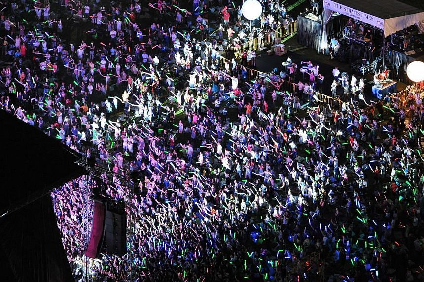 """Fans throng the stage at a Straits Times Appreciates Readers (Star) Concert at Gardens by the Bay.The Star programme won the best """"Newspaper Event"""" award for newspapers of 90,000 and above in circulationat this year's Pacific Area Newspap"""