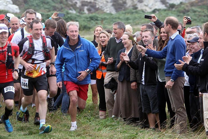 Britain's Prince William, Duke of Cambridge (second, right) and Kate, Duchess of Cambridge (third, right) start the Ring O' Fire Anglesey Coastal Ultra Marathon at Breakwater country park in Holyhead on Anglesey, north Wales, on Aug 30, 2013. -- PH