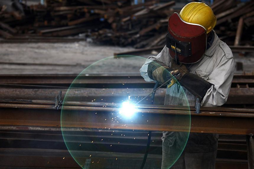 A worker welds at a machinery manufacturing factory in Huaibei, Anhui province on Aug 20, 2013. China's manufacturing activity strengthened in August, official figures showed on Sunday, the latest data to suggest that the world's second-largest econo