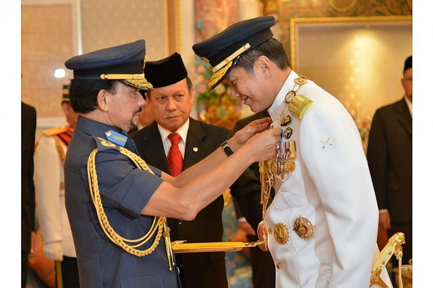 "Sultan of Brunei Hassanal Bolkiah (left) confers the ""Most Exalted Order of Paduka Keberanian Laila Terbilang - First Class"" on Chief of Defence Force Lieutenant-General Ng Chee Meng. LG Ng received the prestigious state award on"