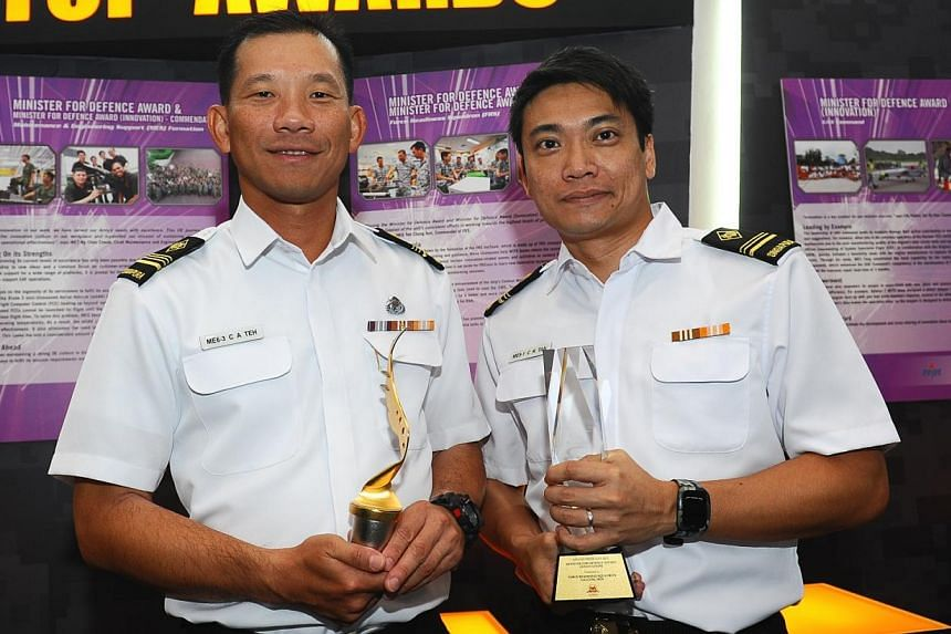 Commander Force Readiness Squadron (FRS) ME6 Teh Chong Ann (left) and Chairman of the InnTeam of FRS, ME5 Eric Tan (right), with the Minister for Defence Award (MDA) and MDA (Innovation). -- PHOTO: MINDEF