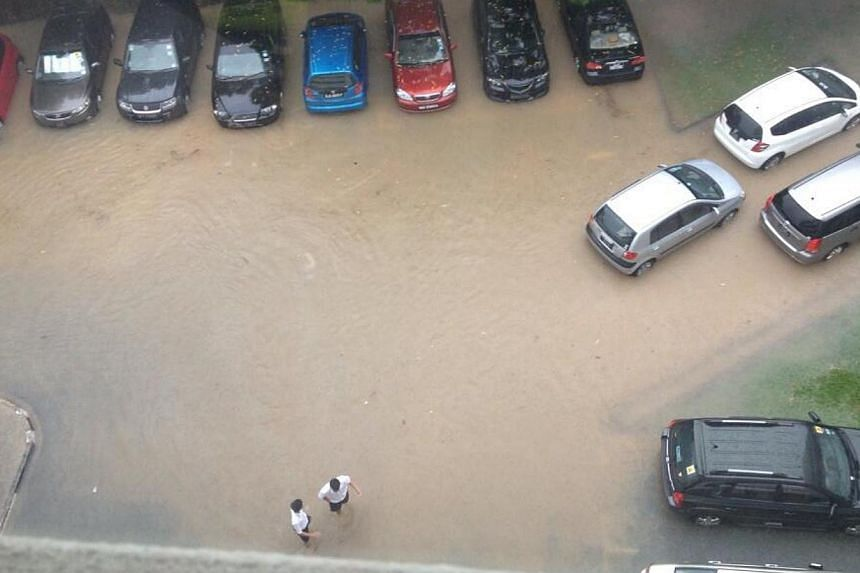 Flooding at ACS(I). Many parts of Singapore reported moderate to heavy thundery showers on Thursday morning, resulting in flash floods and traffic jams in some areas. -- PHOTO: READER BRYAN CHNG