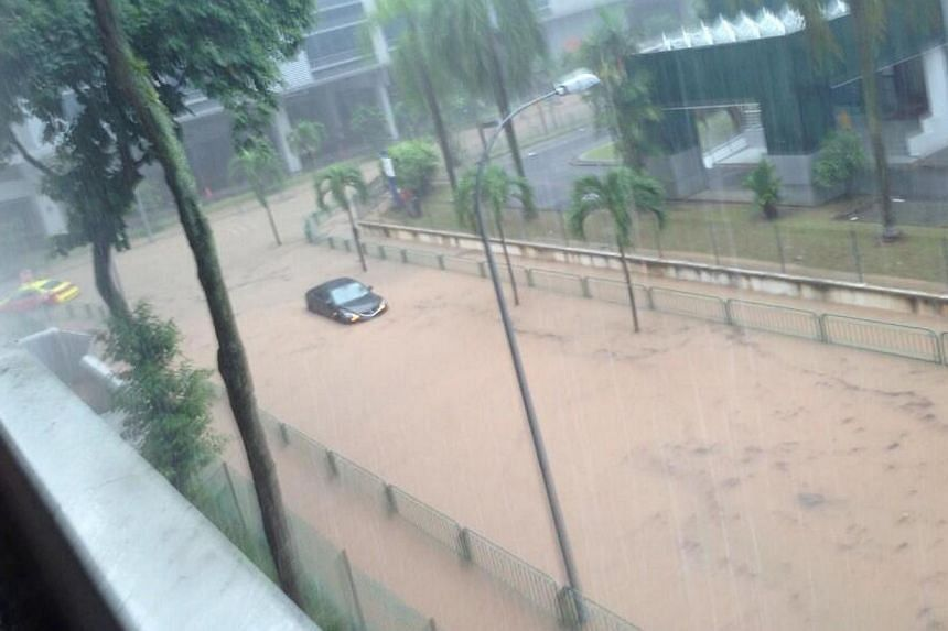 Flooding at Commonwealth Lane. Many parts of Singapore reported moderate to heavy thundery showers on Thursday morning, resulting in flash floods and traffic jams in some areas. -- PHOTO: READER JERMARCORPUZ