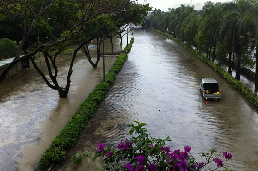 """Photo taken at a bridge along AYE at about at about 9.30am on Thursday, Sept 5, 2013. It is """"not acceptable"""" for a major expressway to shut down due to flooding, Minister for the Environment and Water Resources Vivian Balakrishnan said on Thursday ev"""