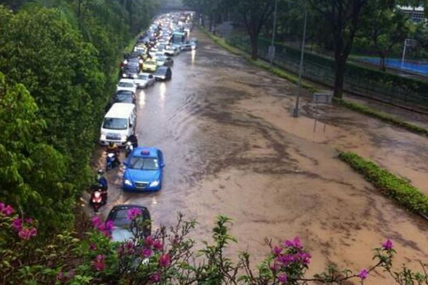 Traffic at a standstill near the AYE on Thursday, Sept 5, 2013. The Public Utilities Board (PUB) plans to expand a major drain - Sungai Pandan Kechil- located along the Ayer Rajah Expressway (AYE). -- PHOTO: READER @PEASANDPETALS