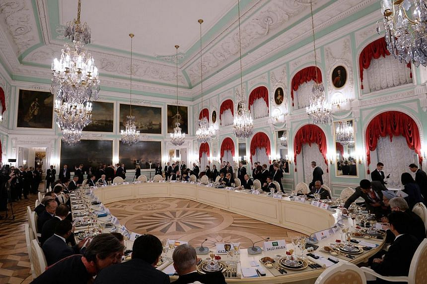 General view of the dinner table of the G20 summit at Peterhof Palace on Sept 5, 2013 in Saint Petersburg. World powers discussed the Syria crisis over dinner at the G20 summit but failed to bridge deeply entrenched divisions over a US push for milit
