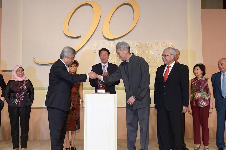 SCCCI president Thomas Chua shaking hands with Mr Lee Hsien Yang as Business China chairman Chua Thian Poh looks on. In the background are (from left) SCCCI past president and Nominated MP Teo Siong Seng, Speaker of Parliament Halimah Yacob, Mrs Teo