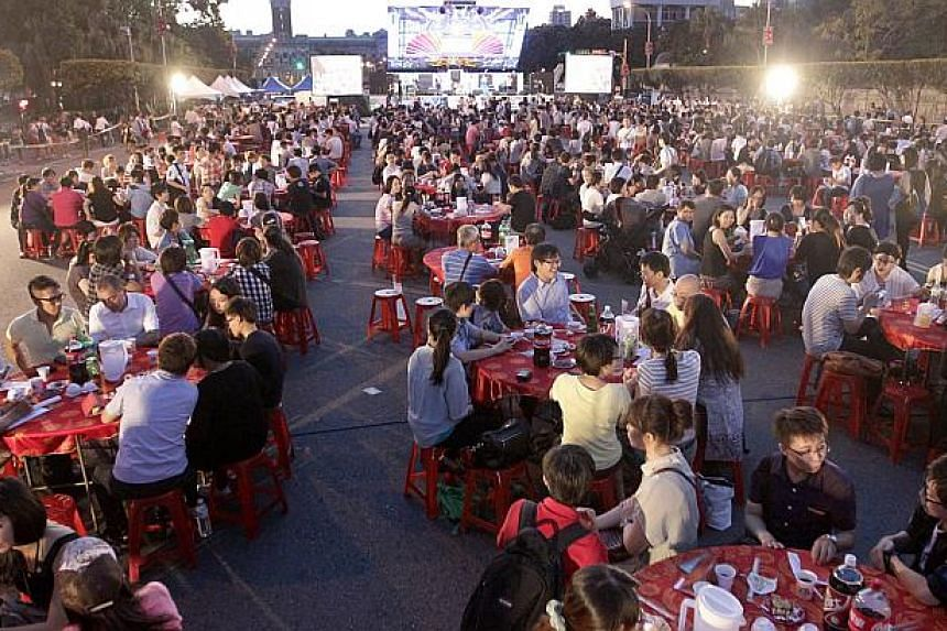 Participants attend a Taiwan-style wedding banquet in front of the Presidential Office in Taipei on September 7, 2013. Hundreds of Taiwanese homosexuals and their family members and friends gathered for the wedding banquet to support the legalisation