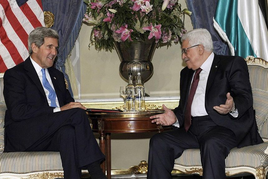 US.Secretary of State John Kerry (L) meets with Palestinian President Mahmoud Abbas in London September 8, 2013, to discuss the ongoing Israeli-Palestinian peace talks. US Secretary of State John Kerry met Palestinian president Mahmud Abbas in London