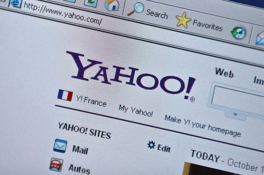 """The Yahoo homepage is seen on a computer screen in Washington, DC in this Oct 19, 2010 file photo.Yahoo News named a new editor-in-chief on Monday who comes from The New York Times and promised a """"major expansion"""" of news gathering at the US In"""