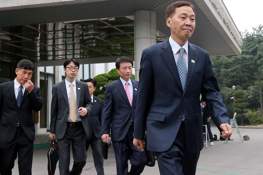 A South Korean delegation led by Kim Ki Woong (right) leave for North Korea's Kaesong industrial complex, at the government office in Seoul on Sept 10, 2013. North and South Korea held a second round of talks on Sept 10 on reopening their Kaeso