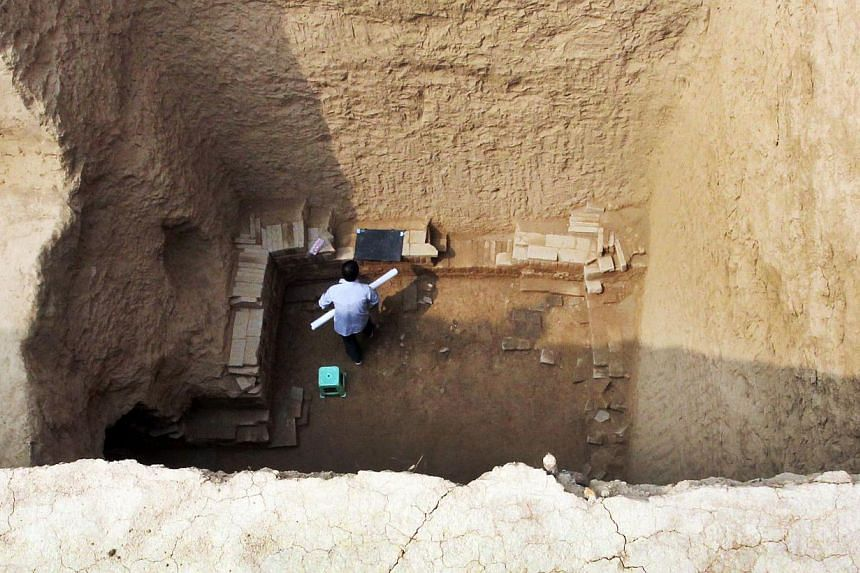 This picture taken on Wednesday, Sept 11, 2013, showsChinese archaeologists working inside the newly discovered tomb of Shangguan Wan'er,a 7th-century female politician who was one of the most powerful women in ancient Chinese history, ne