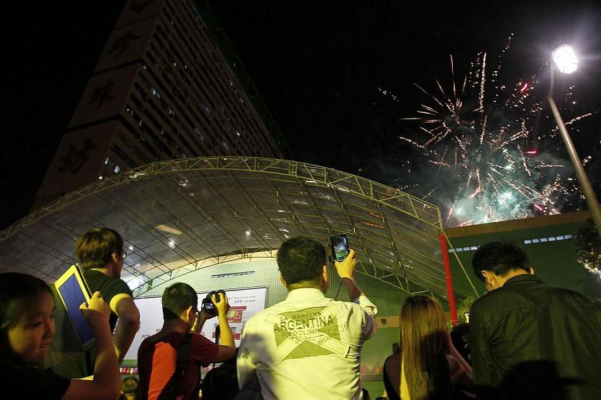 Participants watch fireworks during the finale of the Chinatown Mid-Autumn Festival 2013 Mass Lantern Walk on Sept 15, 2013. -- ST PHOTO: MARK CHEONG