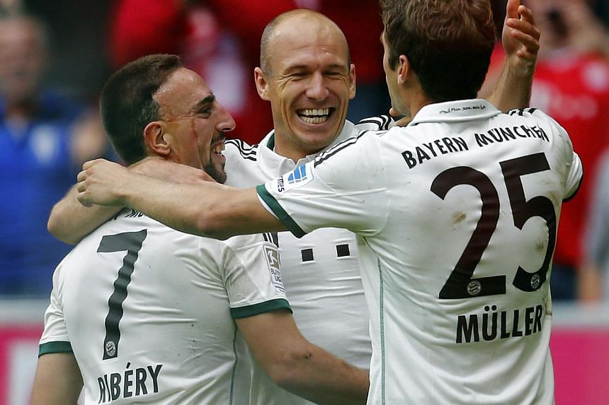 Franck Ribery, Arjen Robben and Thomas Mueller (L-R) of FC Bayern Munich celebrate Munich's second goal against Hanover 96 during their German first division Bundesliga soccer match in Munich September 14, 2013. Bayern Munich topped the Bundesliga fo