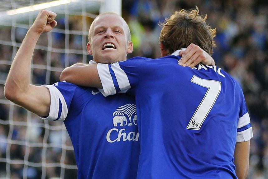 Everton's Steven Naismith (L) celebrates with team mate Nikica Jelavic after scoring a goal against Chelsea during their English Premier League soccer match at Goodison Park in Liverpool, northern England September 14, 2013. Chelsea spurned the chanc