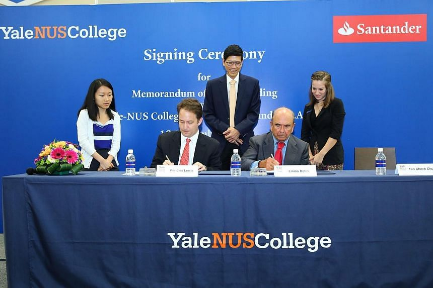 Yale-NUS College President Pericles Lewis (second left) and Banco Santander Executive Chairman Emilio Botin (second right) signed a memorandum of understanding to establish two scholarship programmes at Yale-NUS College on Wednesday. -- PHOTO:&n