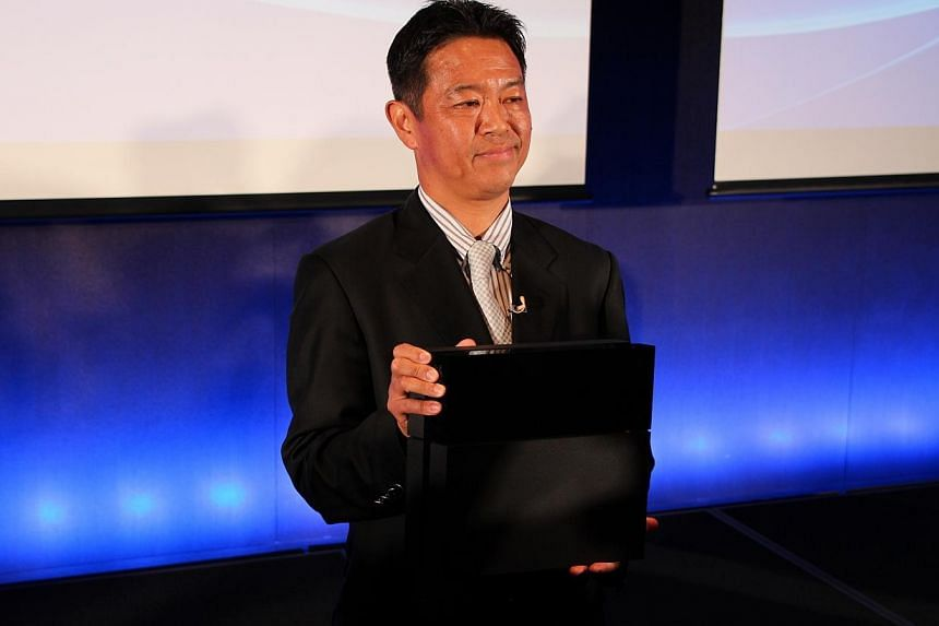 Hiroyuki Oda, deputy president of Sony Computer Entertainment Asia, showing the new PlayStation 4 to media in Tokyo. -- PHOTO:SEOW TEIN HEE