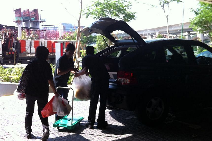 Restaurant owners at JEM moving their perishables.-- ST PHOTO: JESSICA LIM
