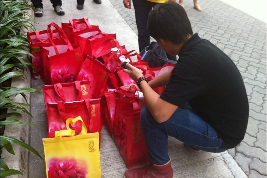 Tenant Peony Jade Restaurant transporting mooncakes from its booth in B1 of Jem to a Takashimaya outlet. -- ST PHOTO: JESSICA LIM