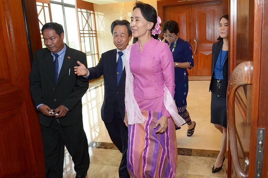 Myanmar's opposition leader Aung San Suu Kyi (in pink) began her first visit to Singaporeon Friday,Sept 20, 2013,by calling on Second Minister for Foreign Affairs Grace Fu. -- ST PHOTO:DESMOND WEE