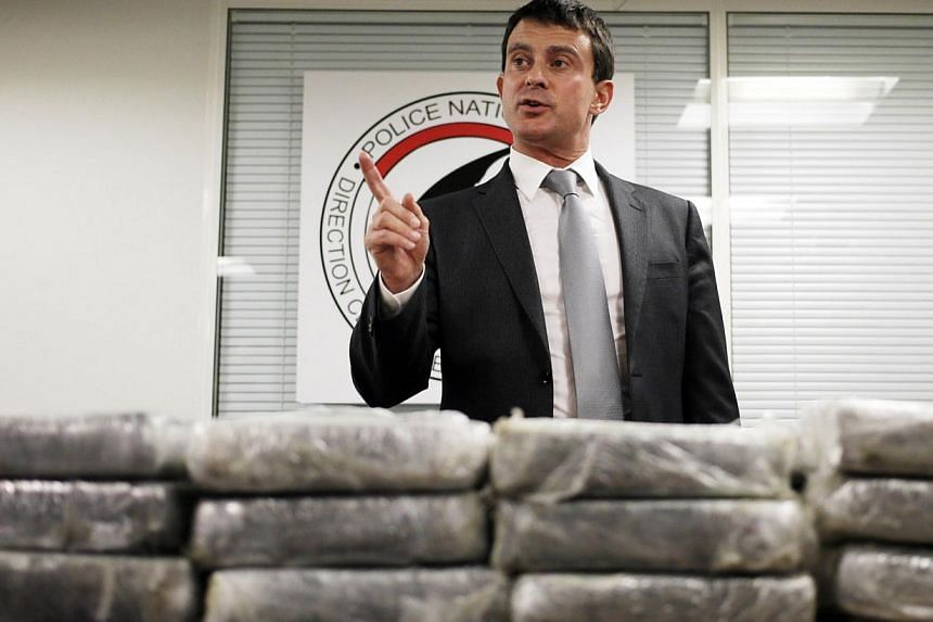 French police have seized a record haul of 1.3 tonnes of pure cocaine found on board an Air France passenger plane, Interior Minister Manuel Valls announced. -- PHOTO : AFP