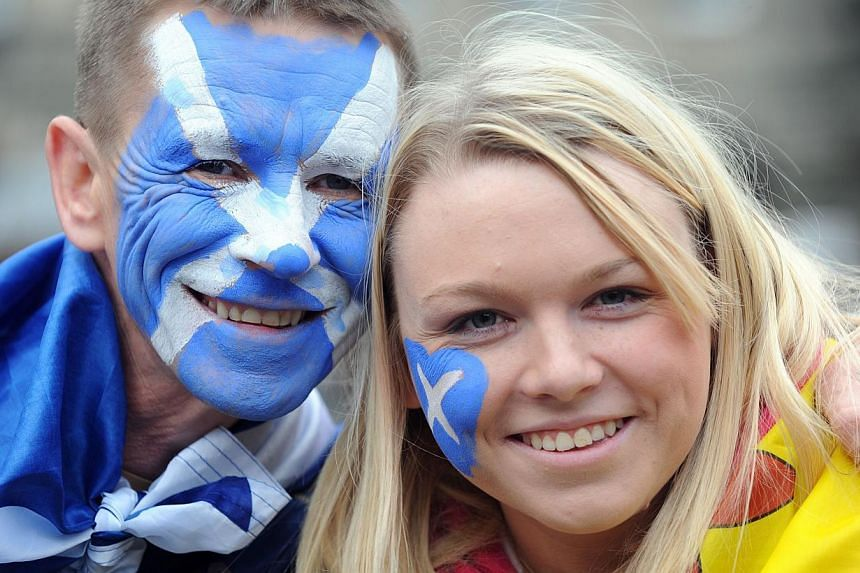 John Carroll and Stefanie from North Lanarkshire during a march and rally in Edinburgh, calling for a Yes vote in next year's independence referendum, Saturday Sept 21, 2013. -- PHOTO: AP