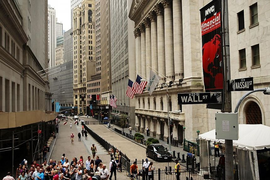 People stand on the corner of Wall Street and Nassau Street outside the New York Stock Exchange on July 22, 2013 in New York City.United States stocks ended up on Thursday, with the S&P 500 snapping a five-day losing streak, on positi