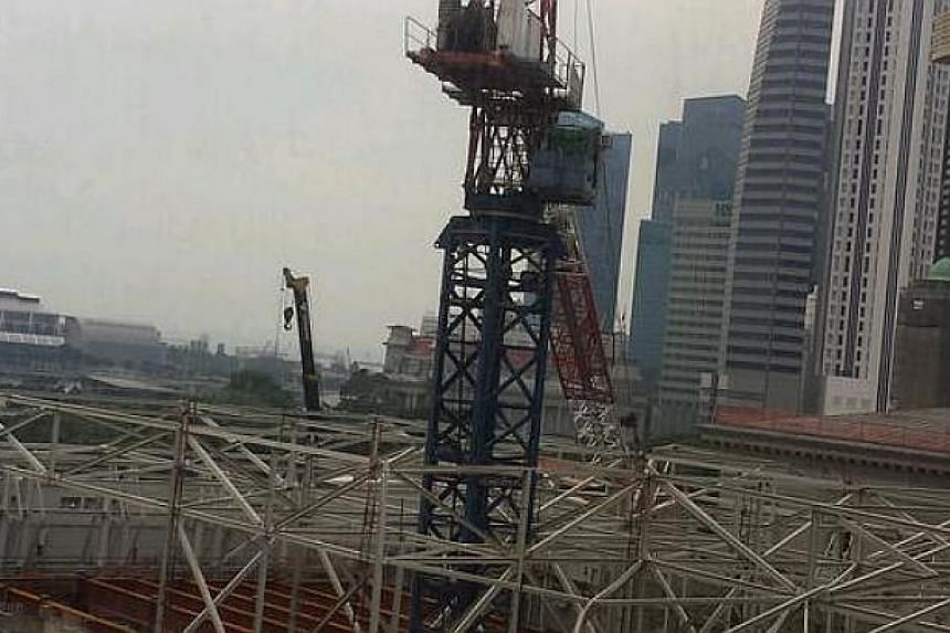 A crane collapsed at the National Art Gallery worksite on Monday morning, crushing metal struts and injuring workers.-- PHOTO: COURTESY OF CHEN TERNG SHING