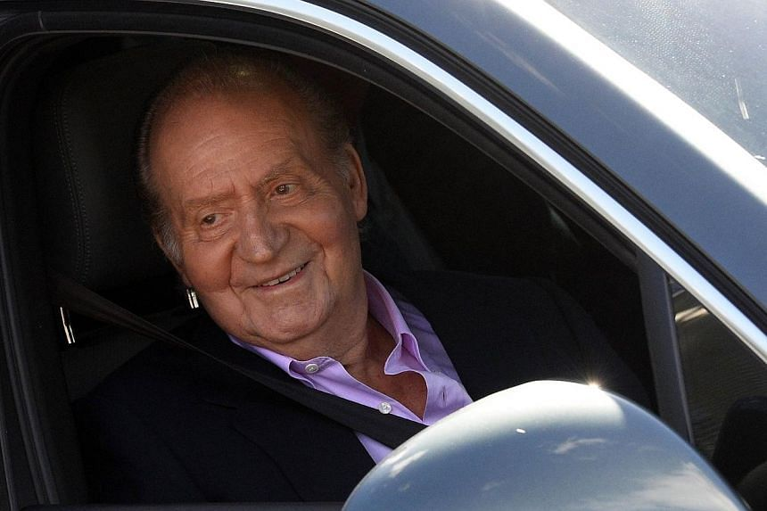 Spain's 75-year-old King Juan Carlos left hospital on Tuesday, a week after surgeons replaced his prosthetic left hip in the latest of a string of operations that have raised questions over his reign. -- PHOTO: AFP