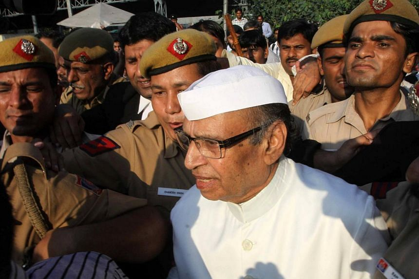 Indian policemen escorting Congress party member of Parliament Rasheed Masood as he leaves a court in New Delhi on October 1, 2013. Rasheed Masood was convicted last month of cheating, conspiracy and forgery in a nearly 20-year-old graft case that in