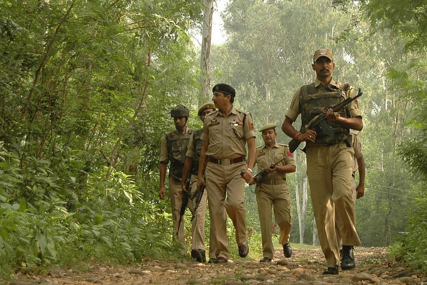 Indian policemen searching for suspected militants in the forest areas of Jammu on September 30,2013. -- FILE PHOTO: AFP
