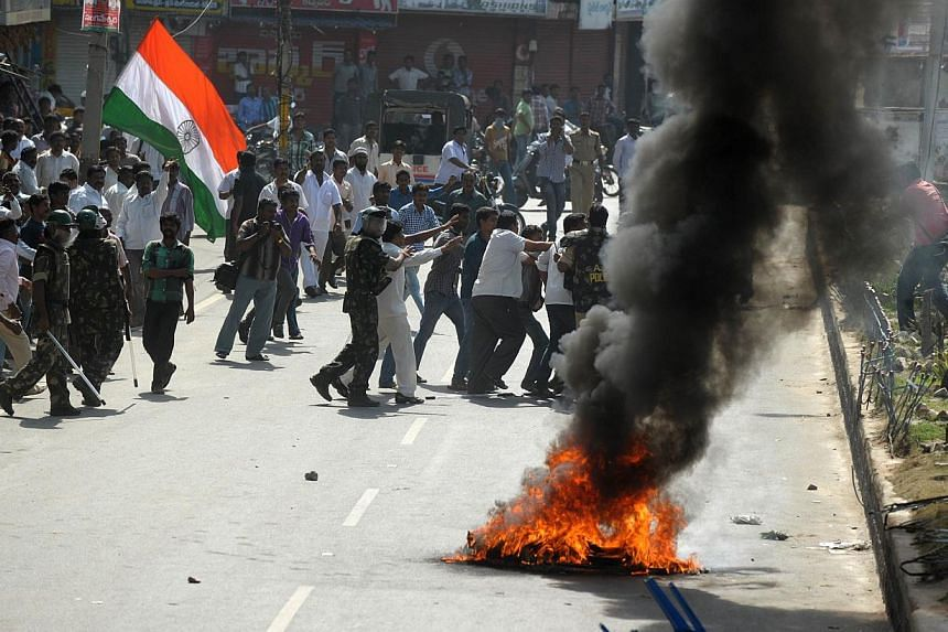 Indian police detain supporters of united Andhra Pradesh as they burn barricades and shout slogans during a protest against the formation of Telangana state, in Ananthapuram district some 400km from Hyderabad on Oct 4, 2013. Protests erupted in south