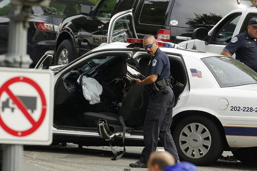 Police officers investigate near the scene of a shooting incident close to the United States (US) Capitol in Washington, on Oct 3, 2013. A dramatic car chase through the streets of Washington from near the White House to the US Capitol ended in gunfi