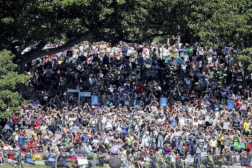 People pack the foreshore to view the International Fleet review in Sydney, Australia, on Oct 5, 2013. -- PHOTO: AP