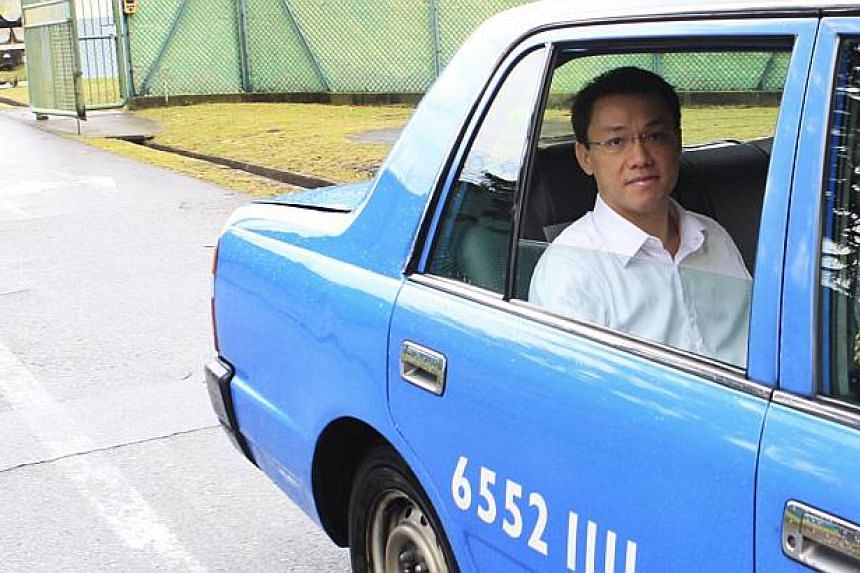 Former professor Tey Tsun Hang exits Selarang Park Community Supervision Centre on a hired cab after having his electronic tag removed on Oct 5, 2013. -- ST PHOTO: KEVIN LIM