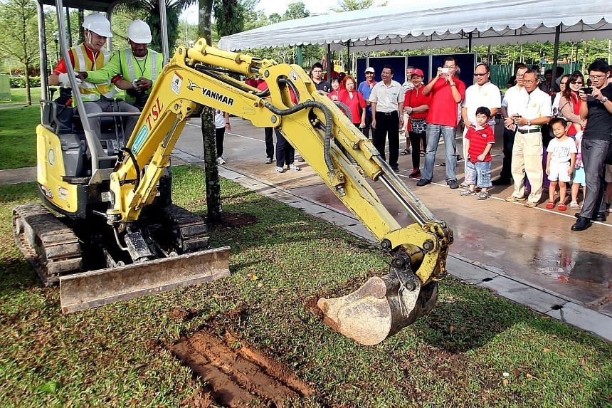 Canberra Park will receive a $2 million boost to transform it into a recreation and community hub by next year. MP for Nee Soon GRC Lim Wee Kiak launched the groundbreaking ceremony of the new park on Sunday morning, Oct 6, 2013. -- ST PHOT