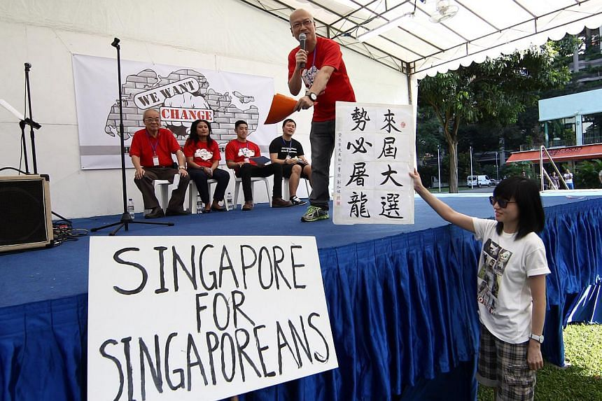 Several hundred people showed up at Hong Lim Park's Speakers' Corner yesterday for the third protest against the Population White Paper that had stirred widespread unhappiness with its planning parameter of a 6.9 million population in 2030. --P