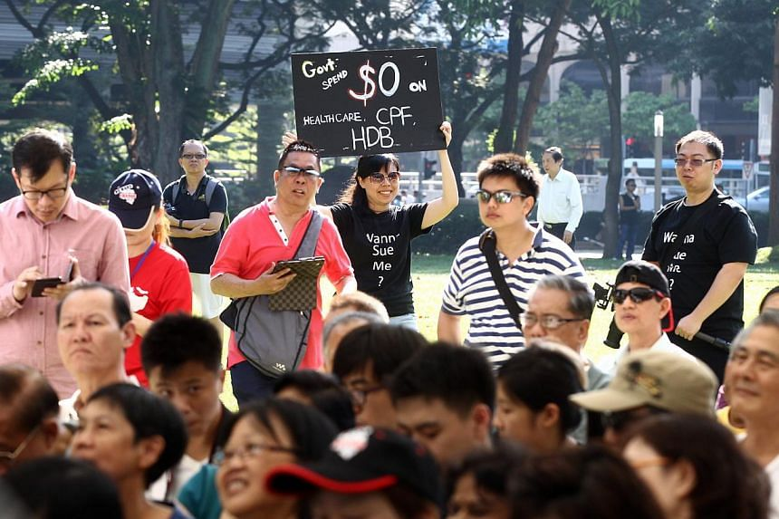 Several hundred people showed up at Hong Lim Park's Speakers' Corner yesterday for the third protest against the Population White Paper that had stirred widespread unhappiness with its planning parameter of a 6.9 million population in 2030.--&n