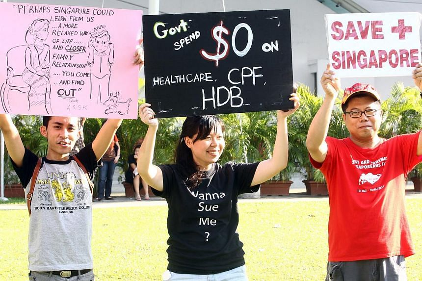 Several hundred people showed up at Hong Lim Park's Speakers' Corner yesterday for the third protest against the Population White Paper that had stirred widespread unhappiness with its planning parameter of a 6.9 million population in 2030.&nbs