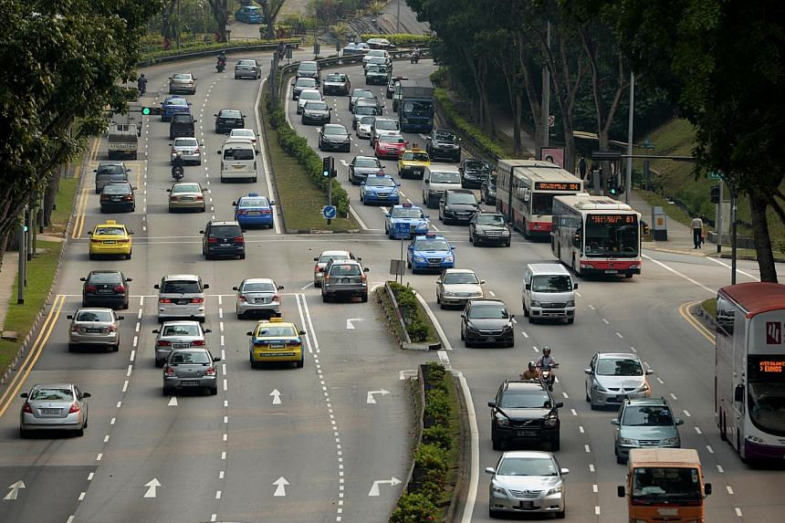 Traffic along Clementi Road outside SIM University on Sept 19 2012. Despite the Government's push to get more motorists to switch to public transport, the car is still their preferred choice, a new study has found. -- ST FILE PHOTO: CAROLINE CHIA &nb
