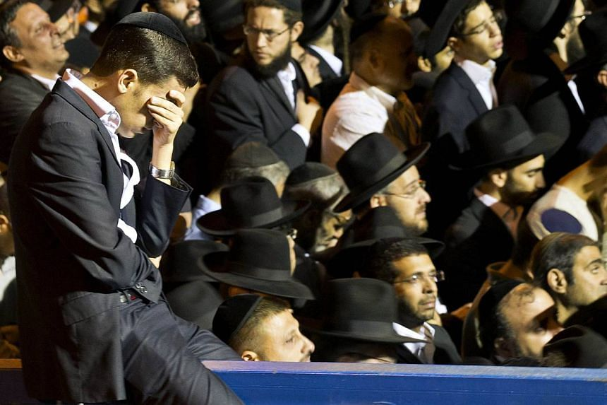 Ultra-Orthodox Jewish mourners attend the funeral of Rabbi Ovadia Yosef, the spiritual leader of the ultra-religious Shas political party, in Jerusalem on Oct 7, 2013. More than 700,000 people took to Jerusalem's streets on Monday to mourn the spirit