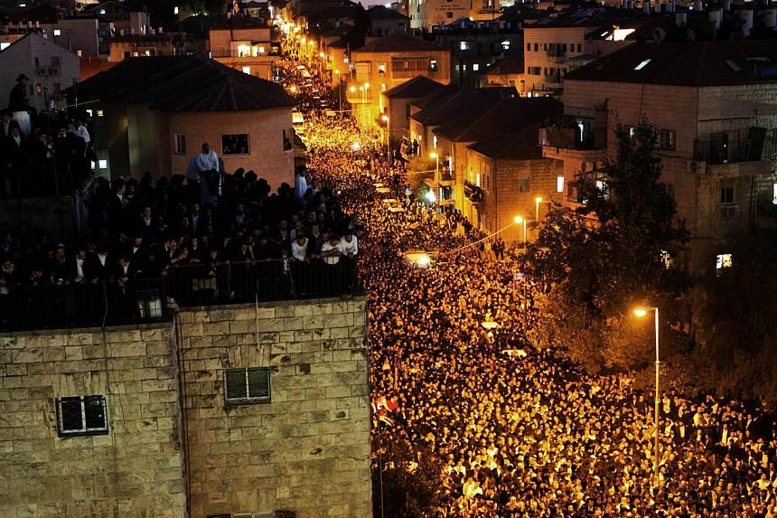 Hundreds of thousands of Ultra-Orthodox Jewish mourners attend the funeralof of Rabbi Ovadia Yosef in Jerusalem on Oct 7, 2013. More than 700,000 people took to Jerusalem's streets on to mourn passing of Rabbi Yosef, the spiritual leader of Israel's